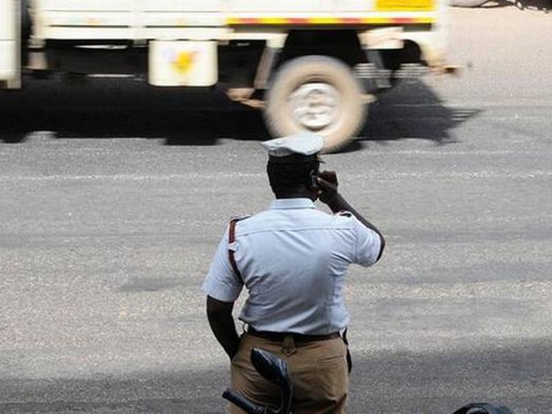 यहां ड्यूटी के दौरान ट्रैफिक जवान नहीं रख सकेंगे मोबाइल, बात करते पाए गए तो होगी कार्यवाही, जानिये क्यों