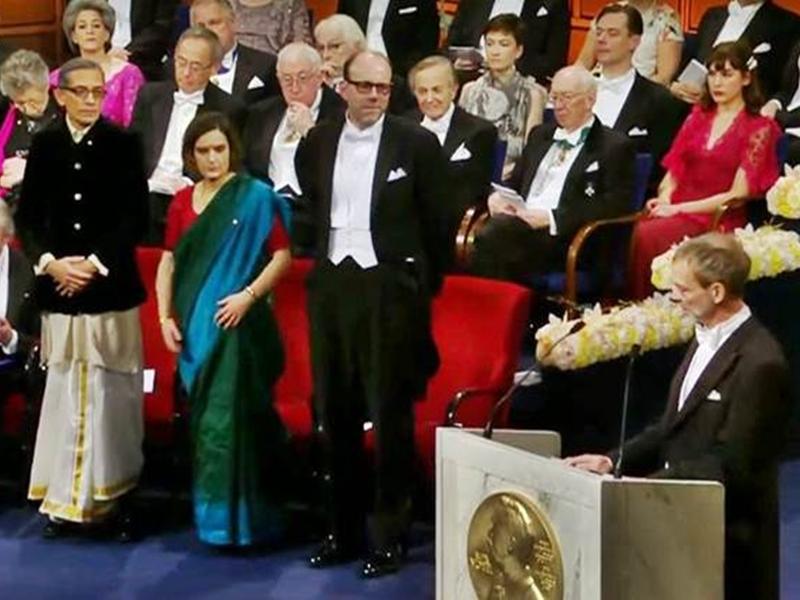 Nobel Prize 2019 : धोती और बंदगला पहनकर अभिजीत बैनर्जी ने स्वीडन में लिया नोबेल पुरस्कार