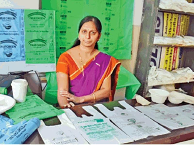 National Youth Day 2020 : टीचर की नौकरी छोड़ी और इंदौर में लाई ये खास 'कंपोस्टेबल बैग्स'