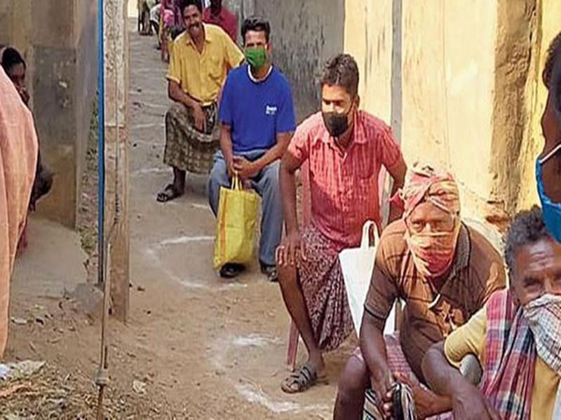 Bilaspur Lockdown Update : सरकारी राशन दुकान में अब सैनिटाइजर बेचने का भी दे रहे टारगेट