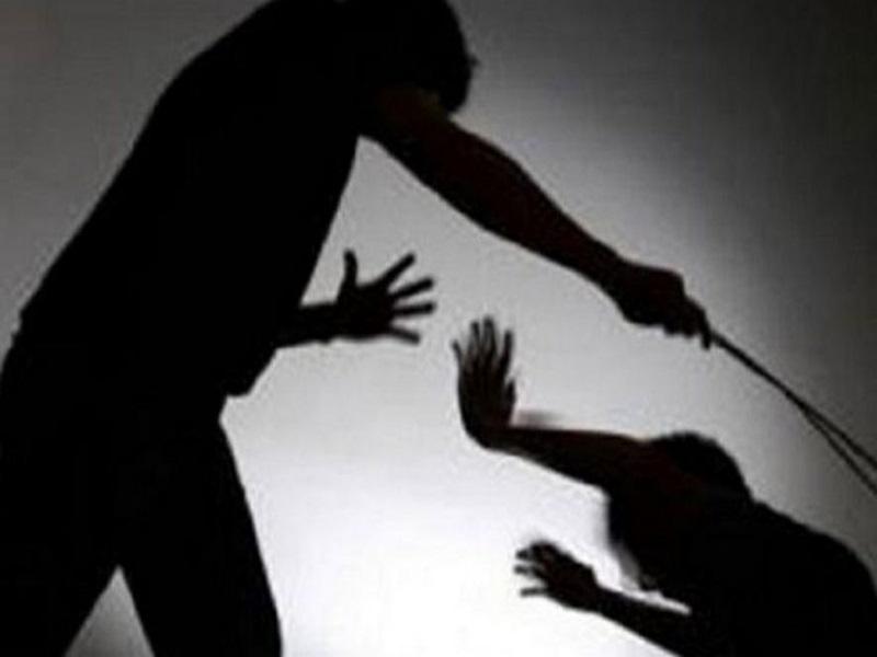 Ambikapur : 10 रुपए का बिस्किट ले आई तो आदिवासी बालिका को बेरहमी से पीटा