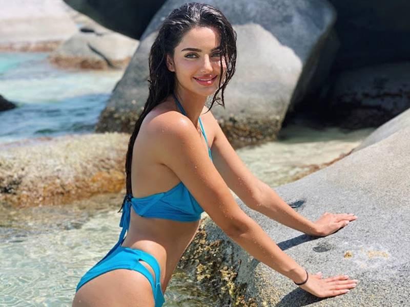 Aishwarya Rai जैसी है इस मॉडल की Hot Photos हुईं वायरल