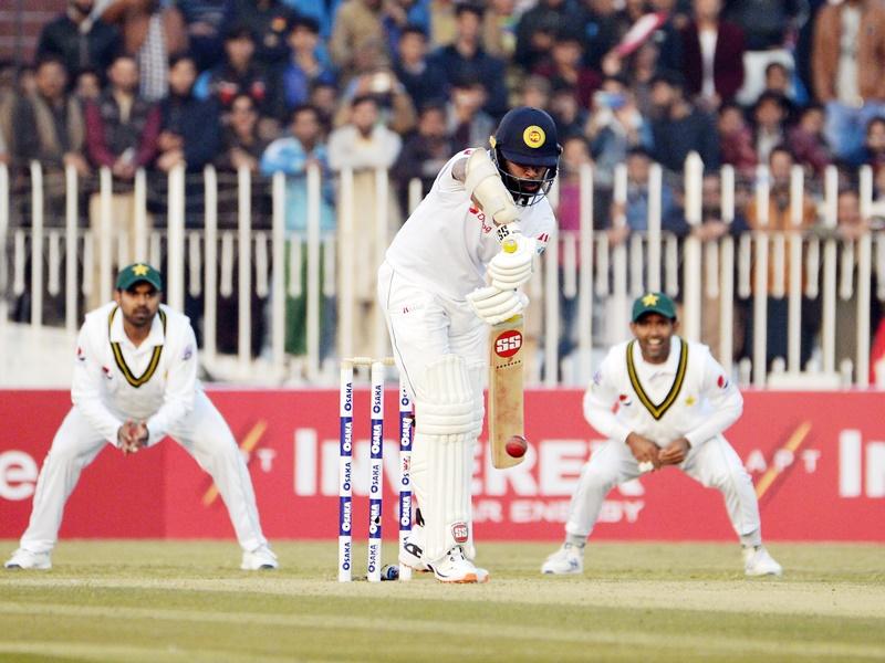 Pakistan vs Sri Lanka 1st Test Day 1: पहले दिन पाकिस्तान ने श्रीलंका को बड़ा स्कोर बनाने से रोका
