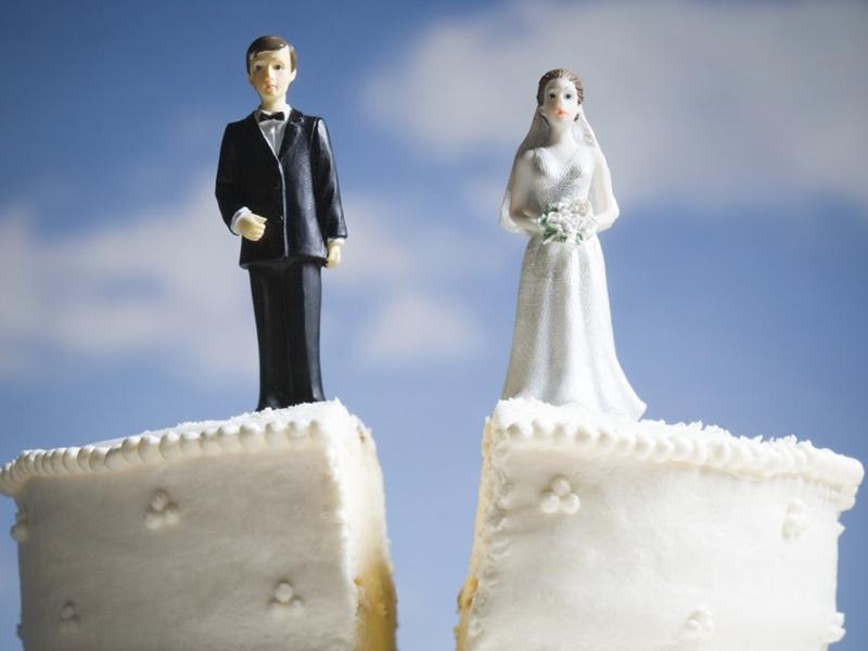 बेवफा पति महज 1132 रुपए में सौतन को बेचा, पैसों से खरीदे बच्चों के लिए कपड़े