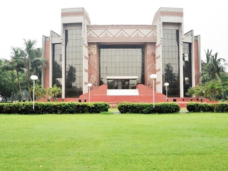 IIM Kolkata के छात्र प्लेसमेंट में छाए, मिला रिकॉर्ड पैकेज, 28 लाख औसत सालाना सैलरी