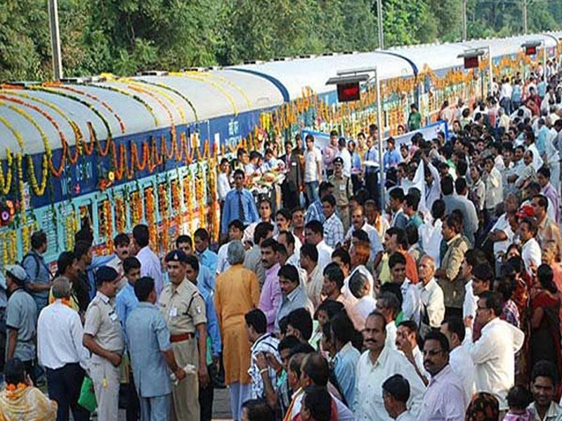 मध्यप्रदेश की तीर्थ दर्शन योजना कर्जे में, सरकार ने दिखाई पांच ट्रेनों को लाल झंडी