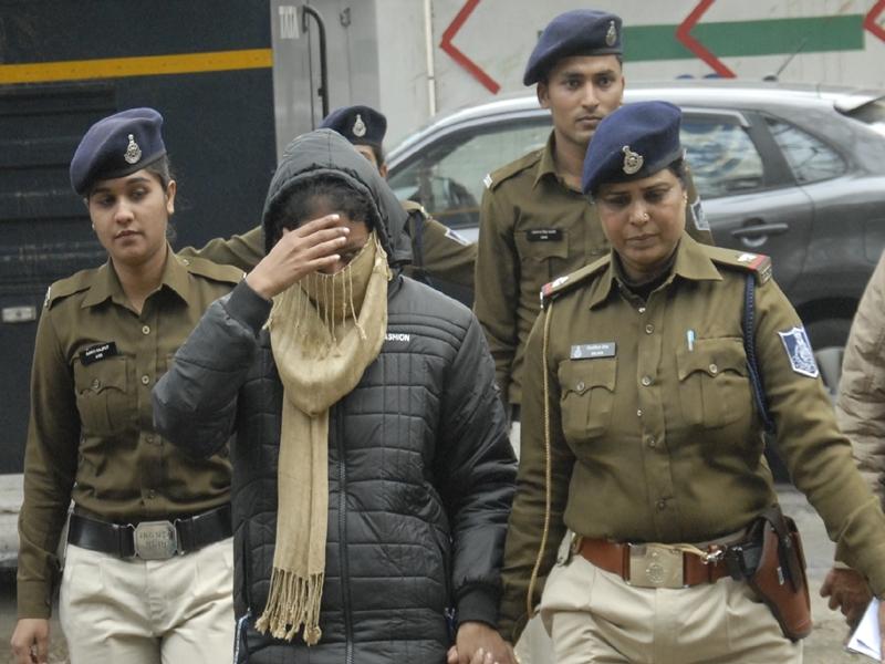 Madhya Pradesh Honey trap case : आरती से पूछा- बताओ, किस अधिकारी से वसूले थे एक करोड़ रुपए