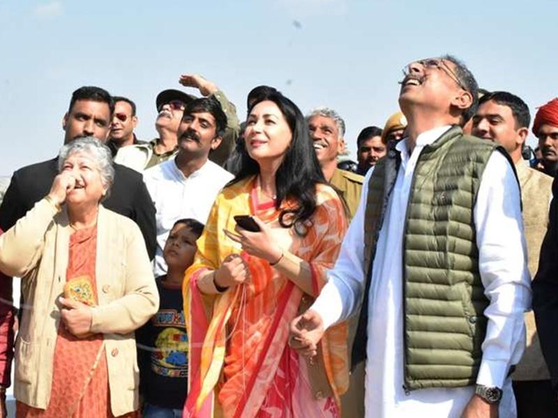 Rajasthan : संक्रांति ने मिटाई राजनीतिक दूरी, कांग्रेस मंत्री और BJP सांसद ने एक साथ उड़ाई पतंग