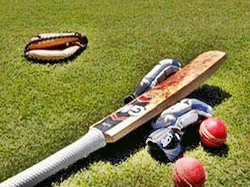 Cricket  के मैदान में फ्री स्टाइल दंगल, अंपायर और फील्डरों को दौड़ा-दौड़ाकर पीटा