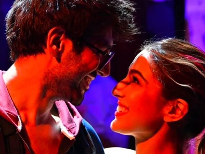 Love Aaj Kal Movie Review : नए जमाने के प्यार को समझने के लिए लगाना होगा दिमाग भी