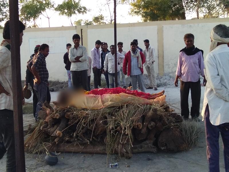Madhya Pradesh News : वैलेंटाइन डे पर खंडवा जिले में प्रेमी युगल ने जहर पीकर दी जान