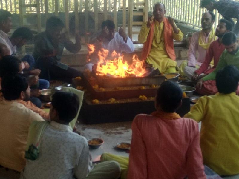 MP Govt Crisis : बगलामुखी मंदिर पहुंचे मंत्री पीसी शर्मा, बोले 10 साल चलेगी कमलनाथ सरकार