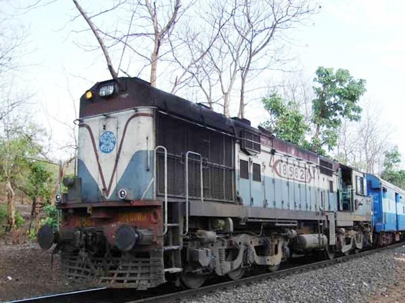 Bilaspur Train Accident : ट्रैक पर अब भी खतरा, 20 किमी की रफ्तार से गुजरेंगी ट्रेनें