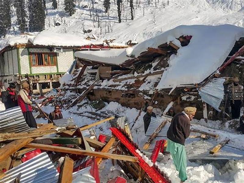 Pakistan में टूटा कुदरत का कहर, भारी बर्फबारी से 84 की मौत, PoK में भी भारी नुकसान
