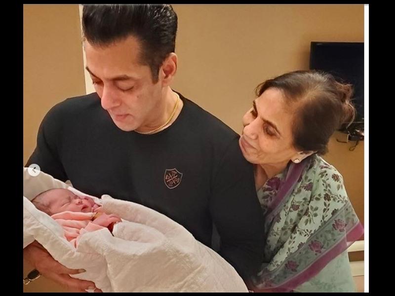 भांजी Ayat को गोद में लिए नजर आए Salman Khan, बहन Arpita Khan ने लिखा - भगवान के भेजे हाथ हैं ये