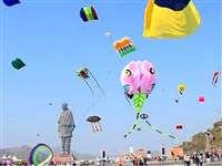 Makar Sankranti 2020 : गुजरात में Statue of Unity पर जबरदस्त पतंगबाजी, पीएम मोदी ने शेयर की तस्वीरें