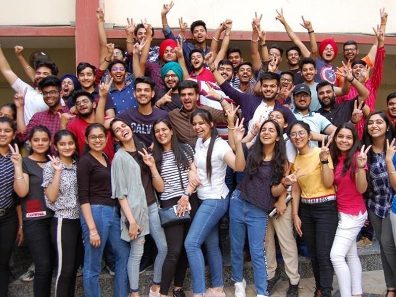 CBSE Class 10th Result Highlights: 41804 स्टूडेंट्स ने सभी विषयों में हासिल किए 95 प्रतिशत से ज्यादा मार्क्स