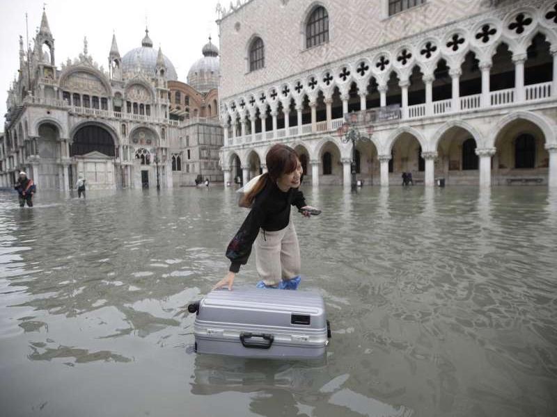 Flood In Venice : बाढ़ के कारण वेनिस के 5 पर्यटन स्थल हुए क्षतिग्रस्त, आपात स्थिति की घोषणा
