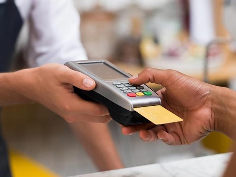 Debit, Credit Cards से पेमेंट करने वाले यूजर्स ध्यान दें, RBI ने बदल दिए हैं नियम