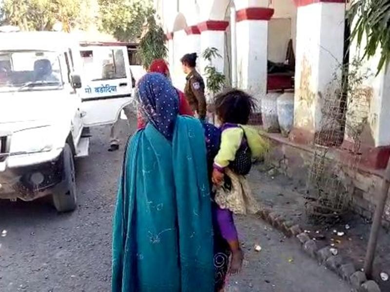 Madhya Pradesh News : बेटे की चाह में एक बेटी को मारा, दूसरी के बचपन में लिख दी जेल