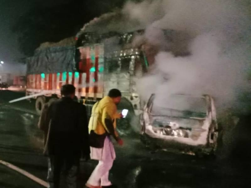 Unnao Accident: उन्नाव में वैन की ट्रक से टक्कर के बाद लगी आग, सात लोग जिंदा जले