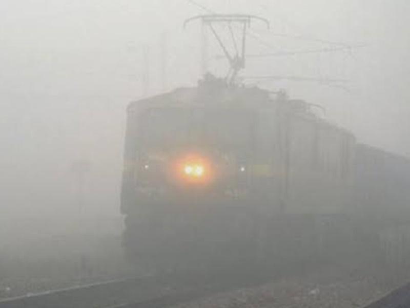 Cold Wave : दिल्ली में सीजन का ठंडा दिन, इन शहरों में कोहरे के चलते ट्रेन-हवाई यातायात हो सकता है प्रभावित