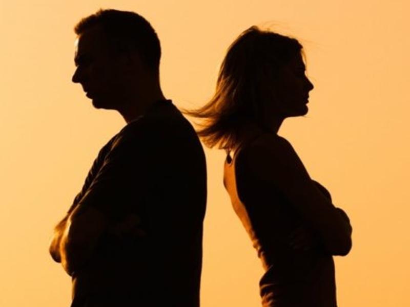 Ahemadabad: पति ने मांगा पत्नी से तलाक, कोर्ट में बोला- पड़ोसी में है मायका, नहीं देती खाना