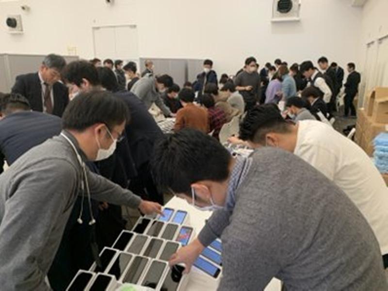 Coronavirus : जापान सरकार ने क्रूज में फंसे यात्रियों को दिए आईफोन, इस काम आएंगे