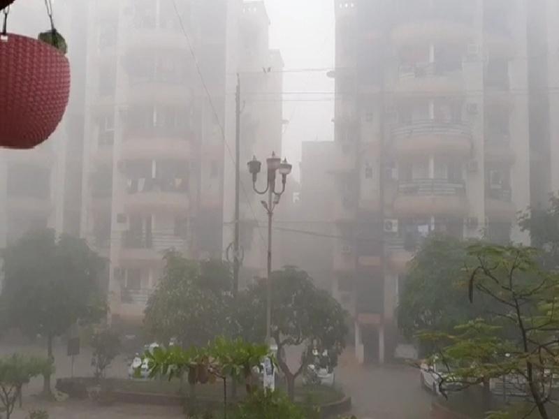 Chhattisgarh Weather Report: बारिश के बाद कोहरे की चादर से ढंका आसमान, पूरे प्रदेश में बढ़ी ठंड