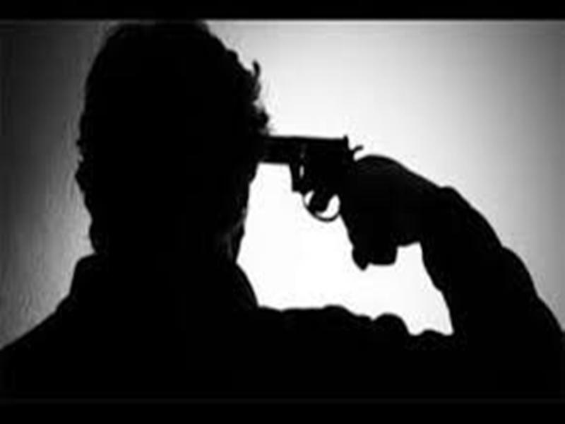 प्रेमिका के घर जाकर बोला प्रेमी : शादी नहीं की तो कुछ भी कर लूंगा फिर खुद को गोली मार ली