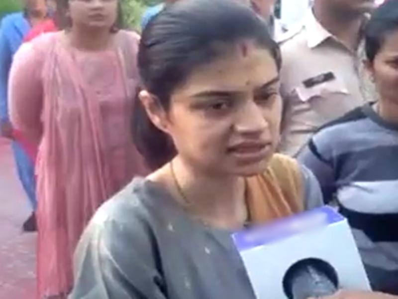 Raipur News : सखी सेंटर में अंजली ने किया भूख हड़ताल का ऐलान, दिया ऐसा बयान, देखें वीडियो