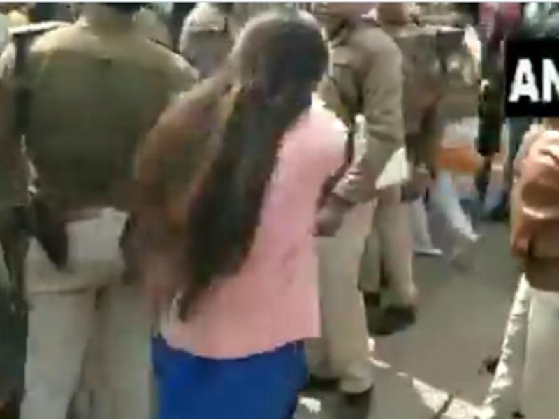 Rajgarh : CAA की रैली में विवाद, डिप्टी कलेक्टर प्रिया ने पीटा तो भाजपा कार्यकर्ताओं ने खींचे बाल, VIDEO