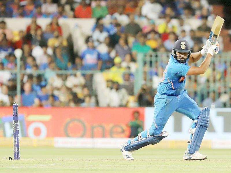 India vs Australia 3rd ODI: Rohit Sharma ने शतक जमाकर लगाई रिकॉर्ड की झड़ी
