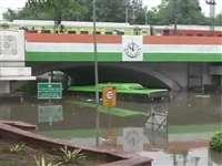 भारी बारिश के बाद दिल्ली में पानी से भरे मिंटो पुल के नीचे मिला शव