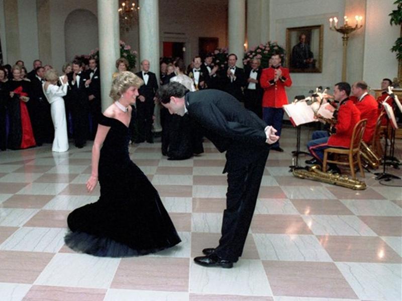 Iconic Dress : डायना की पहनी ड्रेस हो रही है नीलामी, इसे पहनकर जॉन ट्रेवोल्टा के साथ किया था डांस