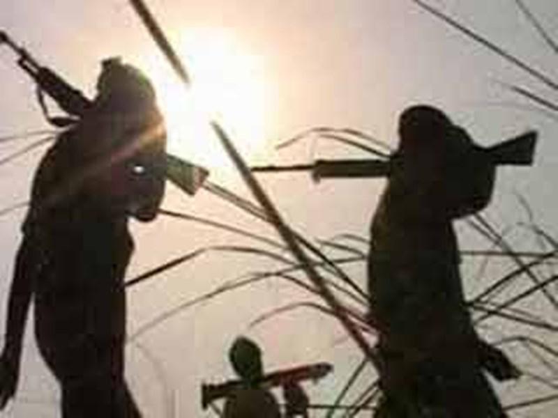 Naxali Encounter In Chhattisgarh : बासागुड़ा मुठभेड़ में एक नक्सली मारा गया, तीन रायफल बरामद