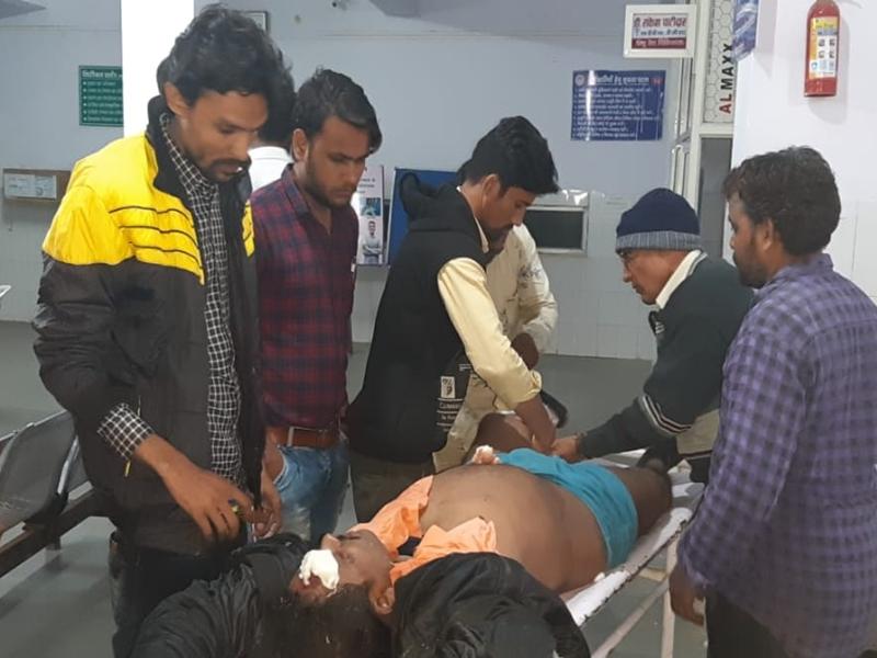 Madhya Pradesh News  : देवास जिले के भौंरासा में 150 से अधिक लोग फूड पॉइजनिंग के शिकार, देखें वीडियो