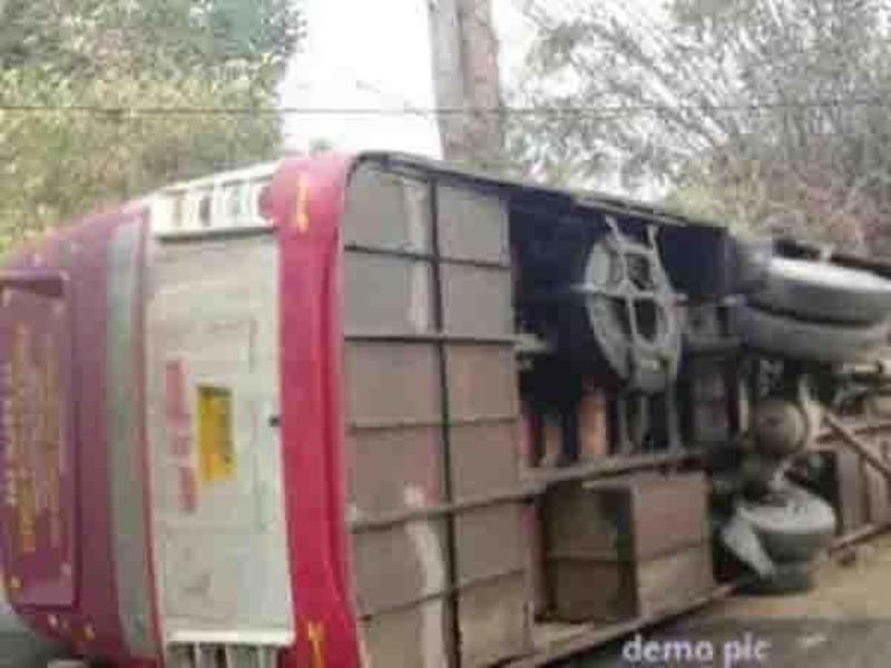 Jabalpur News : बांदा से नागपुर जा रही बस पलटी, तीन लोगों की मौत, 12 घायल