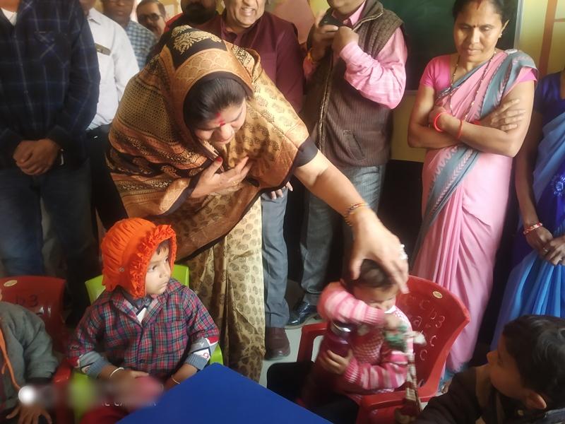 Minister Imrati Devi : मैं खाने की डॉक्टर हूं, पूड़ी मोटी हैं और खीर में मिला है पानी