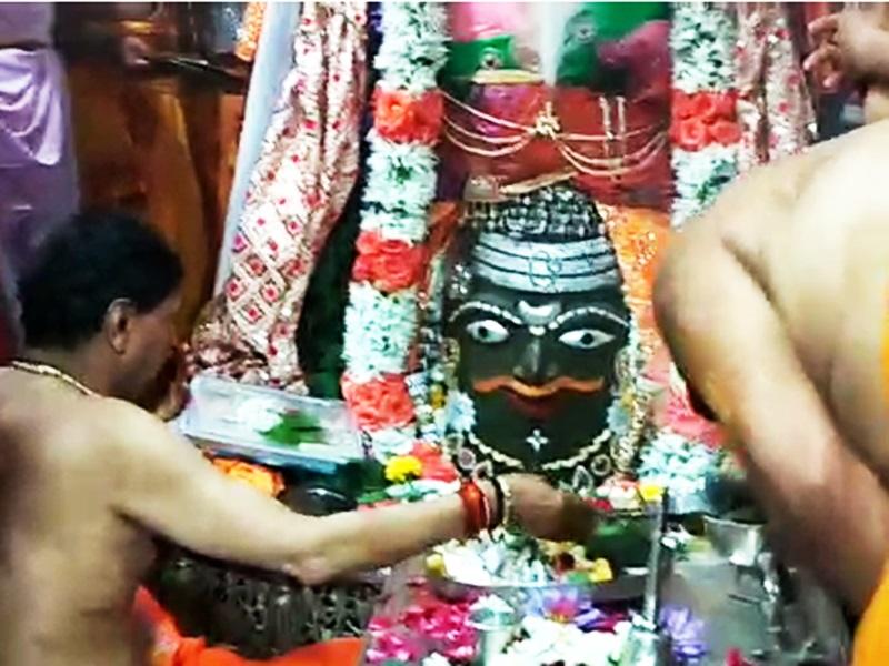 Maha Shivaratri 2020 : महाकाल मंदिर में उमड़ा भक्तों का सैलाब, देखें तस्वीरें