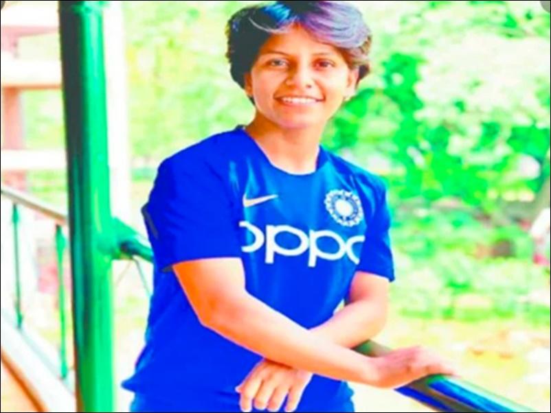 Poonam Yadav ने क्रिकेट की खातिर छोड़ा था घर, सहे थे समाज के ताने, पढ़ें Inspirational Story