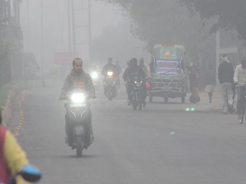 Fog in Gwalior : ग्वालियर में बिन मौसम आया कोहरा, दो घंटे कम रही दृश्यता