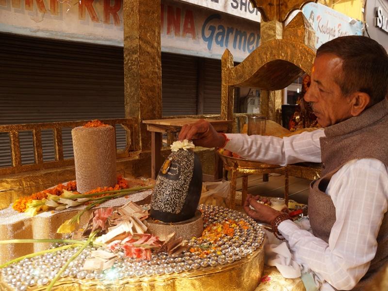 Maha Shivaratri 2020: सोने के रथ पर हीरों से जड़े इस शिवलिंग पर टिकी लाखों निगाहें