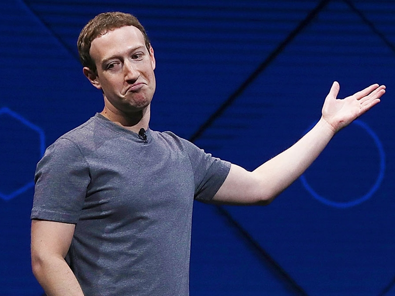 Mark zuckerberg ने कार्यक्रम से पहले बगलें सुखाने के लिए रखा कर्मचारी, लोग ले रहे मजे