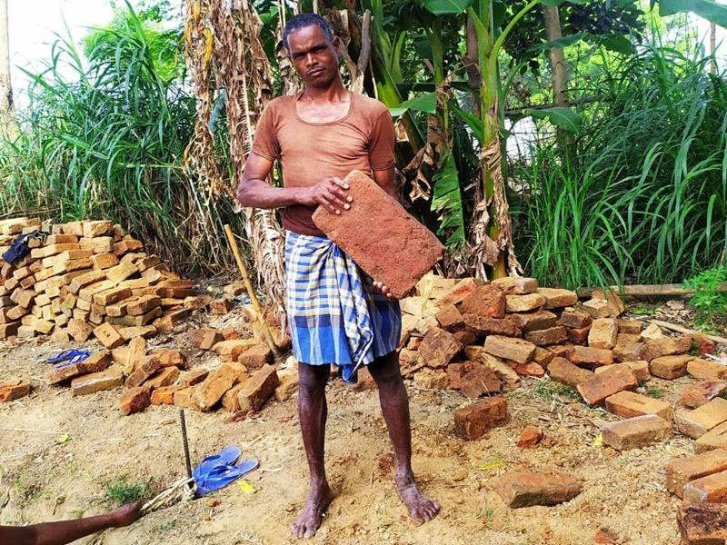 Ambikapur News: पुराने कुएं से निकलीं 11वीं शताब्दी की ईंटें, इस बात की है संभावना