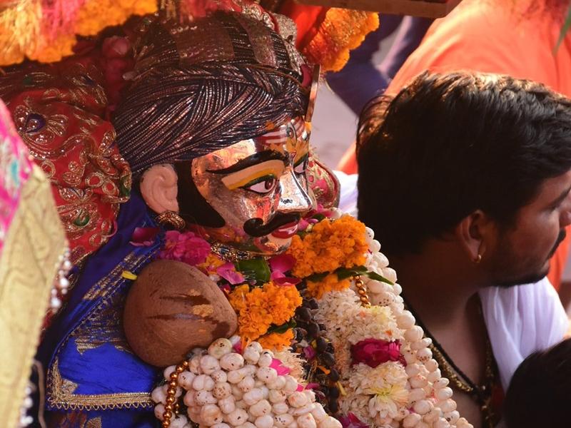 Mahakal royal ride : सोमवार को महाकाल की शाही सवारी की तैयारी, केसरिया ध्वज लेकर निकलेंगे भक्त