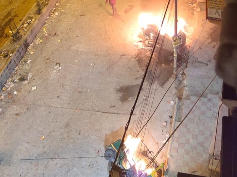 हिंसक हुआ CAA विरोध, दिल्ली के Jaffrabad में पथराव और फायरिंग