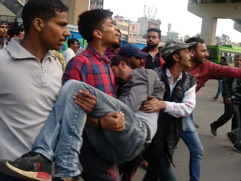 Jaffrabad Violence: फोटो और वीडियो में देखिए दिल्ली में अचानक कैसे उग्र हो गई भीड़