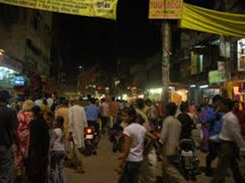 UP के शहरों में फैली अफवाह, सोते रह जाओगे, रातभर सड़कों पर रहे लोग