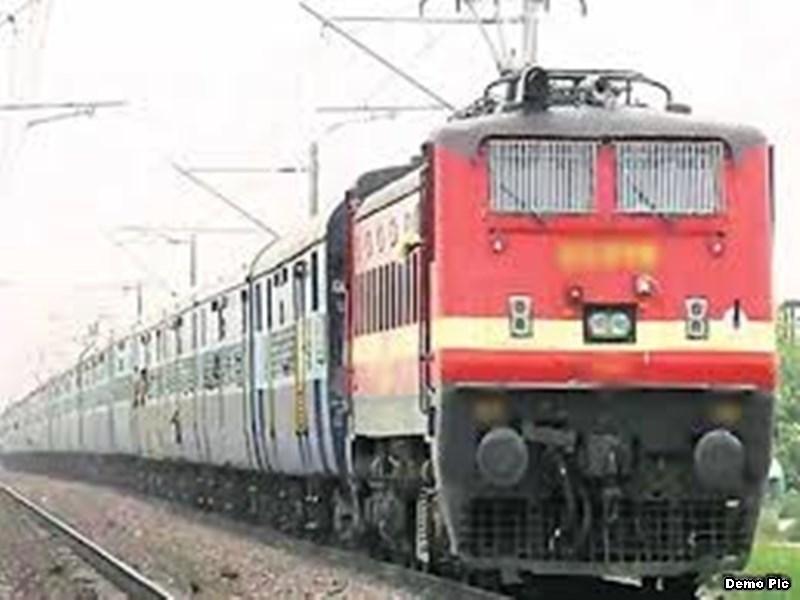 Train from Indore : इंदौर-खजुराहो एक्सप्रेस का विस्तार प्रयागराज तक करने की तैयारी